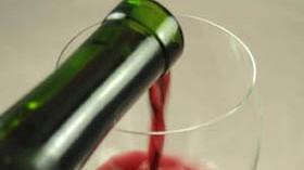 El gasto en vino de los hogares españoles se encarece frente al de la cerveza
