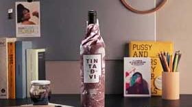 La historia del diseño de una etiqueta con tinta de vino