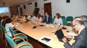 El Ministerio y el sector vitivinícola se reunieron para buscar soluciones a los excedentes