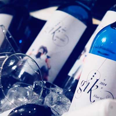Tecnovino vino azul Gik copa botella