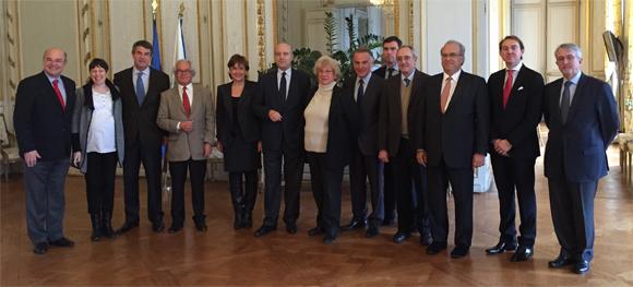 Santiago Vivanco junto con el resto de miembros de la Fundación para las Civilizaciones y la Cultura del Vino