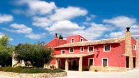 Se vende un resort único que incluye viñedos y bodega, hotel y coto de caza