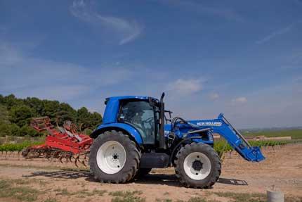 Tecnovino tractor de metano New Holland Bodegas Torres 1