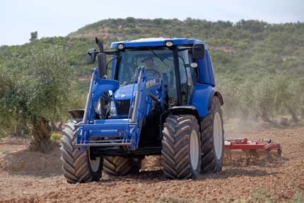 Tecnovino tractor de metano New Holland Bodegas Torres 2
