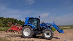 El tractor de metano de New Holland, a prueba en Bodegas Torres