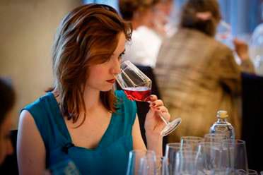 Tecnovino Amavi mujeres consumo vino tinto