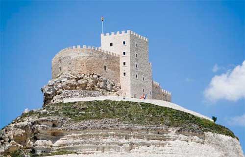 Tecnovino hoteles para hacer enoturismo Espana Castillo de Curiel 1