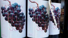 El vino de los leperos vampiro cuya etiqueta lo ha hecho viral