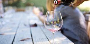 El vino se impone a la cerveza en los hogares españoles en valor pero pierde terreno en volumen