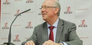 Fernando Salamero al frente del pleno del Consejo Regulador de la D.O. Ca. Rioja, que se renueva