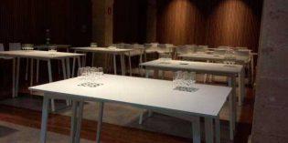 Una mesa abatible y desmontable, perfecta como mobiliario para bodegas y salas de cata