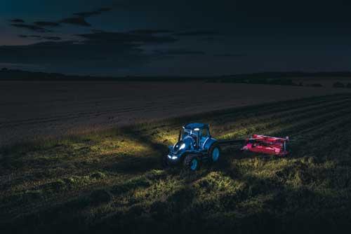 Tecnovino tractor a metano New Holland 2