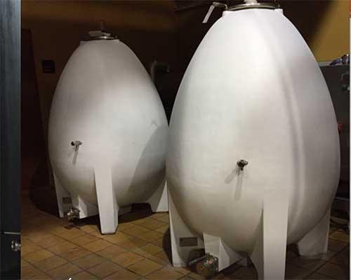 Tecnovino depositos de vino huevos de cemento Nomblot