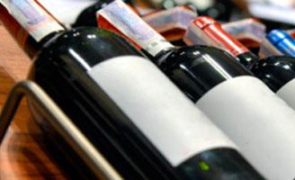 Tecnovino soluciones de etiquetado de Toshiba actividad vitivinicola detalle botellas