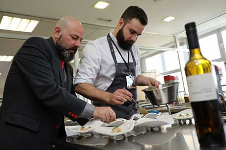 Tecnovino Copa Jerez 2019 representacion España integrantes del restaurante BonAmb trabajando